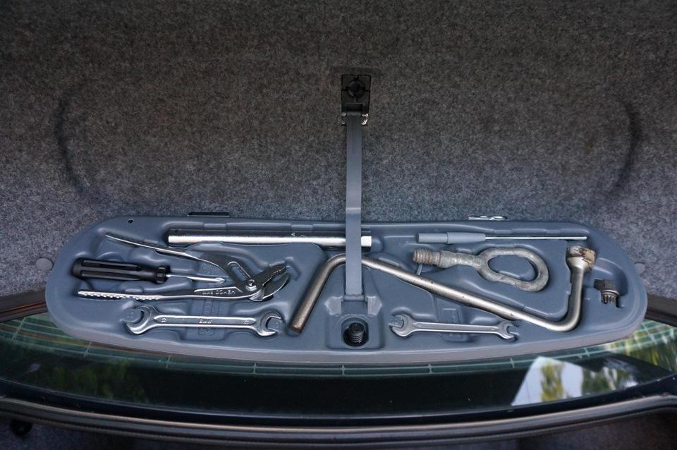 Набор инструментов в авто